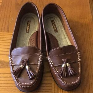 EUC Thom McAn loafers💖